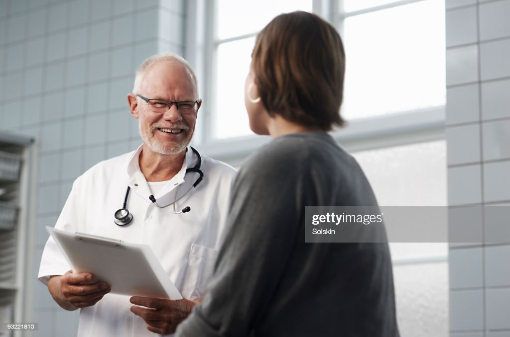 doctor in conversation with patient : Stock Photo