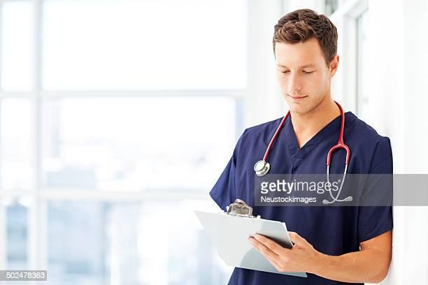 Arzt Schreiben In Zwischenablage an Peelings im Hospital