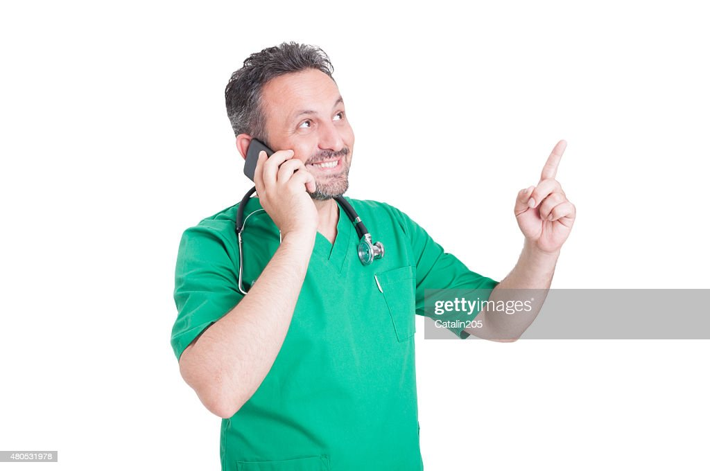 Doctor talking on the phone and smiling : Stockfoto