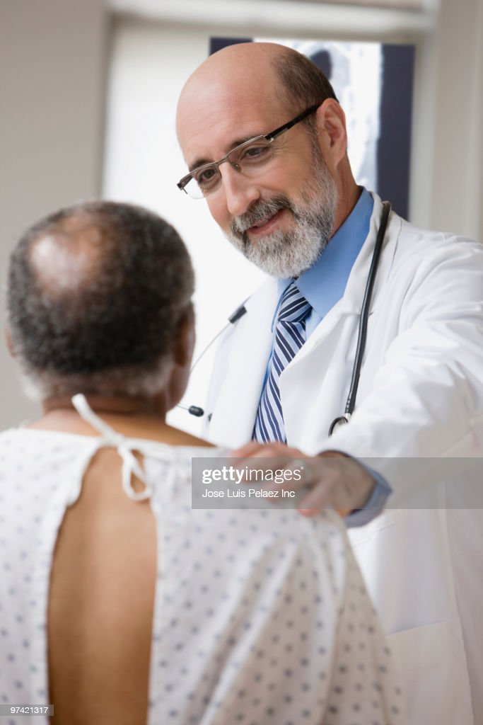 Doctor talking to patient : Stock Photo