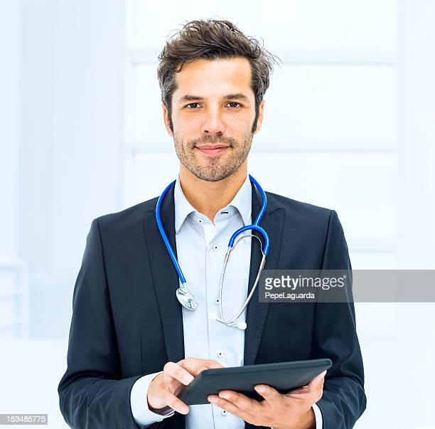 デジタルタブレットを使用して、医師、病院