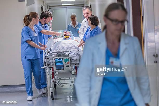 Médecin patient wheeling