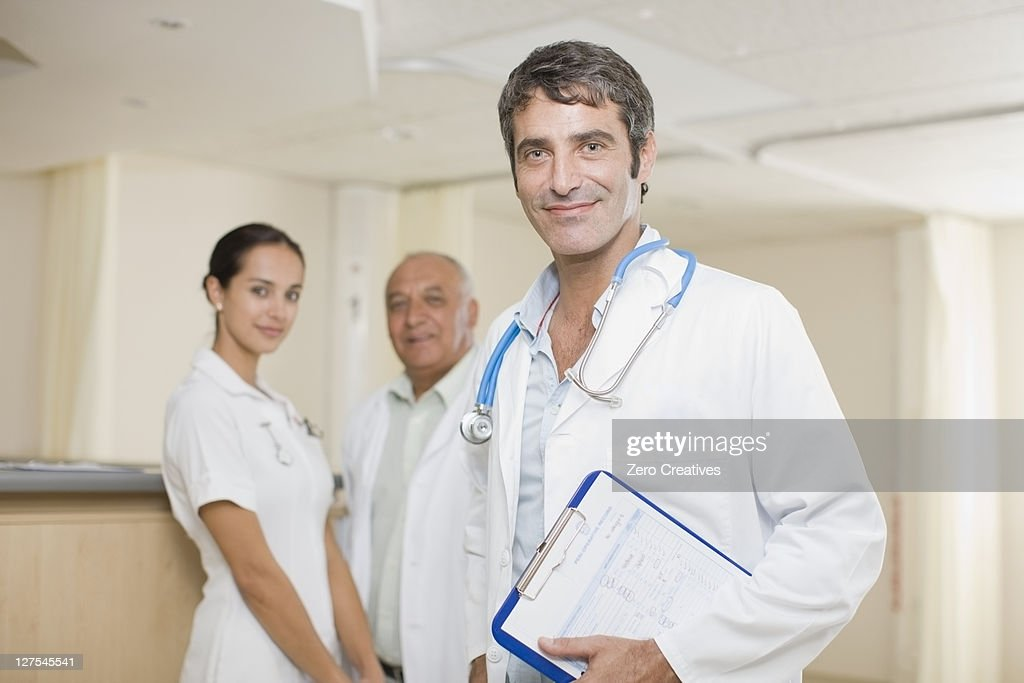 Doctors and nurse standing in hospital : Stock Photo