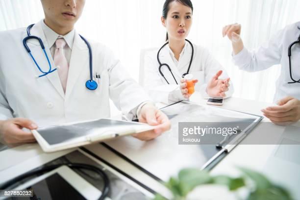 Ärzte sprechen.
