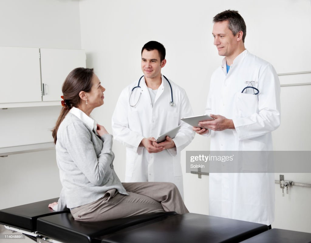 Doctors in conversation with patient : Stock Photo