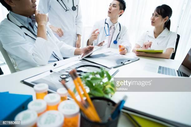 Ärzte treffen erfordert Materialien.