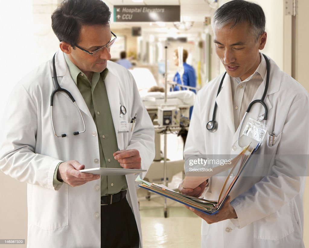 Doctors talking : Stock Photo