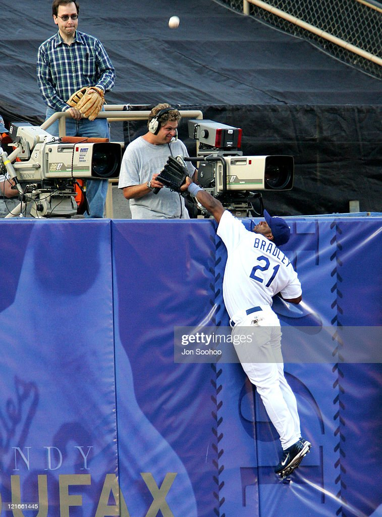 Dodgers Milton Bradley can't get to home run ball of San Diego Padres Sean Burroughs at Dodger Stadium in Los Angeles,California on July 23, 2004.