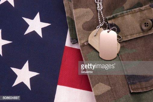 Marcas de Cão na bandeira : Foto de stock