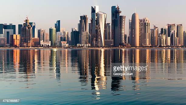 Doha im Stadtzentrum von Katar bei Sonnenaufgang