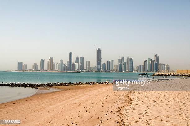 skyline von Doha vom Strand
