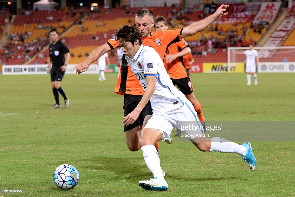 Doi Shoma of the Antlers takes on the defence during the AFC Asian Champions League Group Stage match between the Brisbane Roar and Kashima Antlers at Suncorp Stadium on April 12, 2017 in Brisbane, Australia.