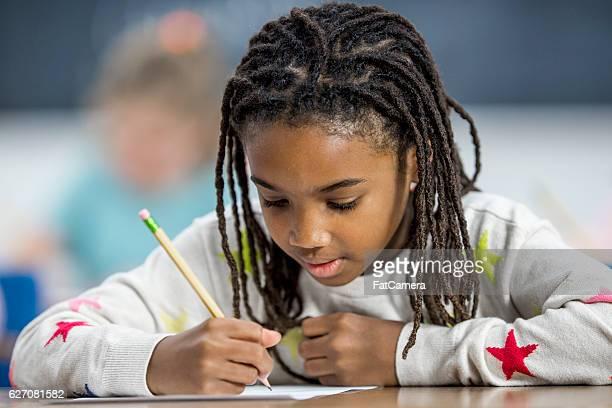 Macht Hausaufgaben im Unterricht