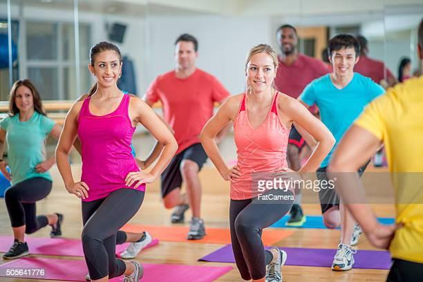 Beim Lunges im Fitnessstudio