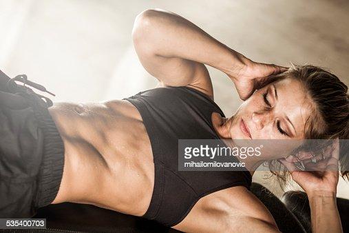 腹筋運動を