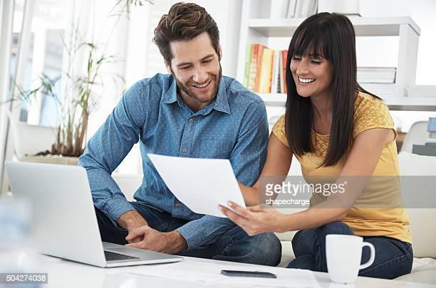Faire des services bancaires en ligne à la maison
