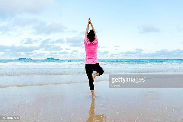 Haciendo yoga