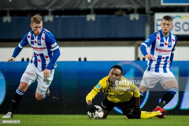 Doke Schmidt of sc Heerenveen Kelechi Nwakali of VVV Nemanja Mihajlovic of sc Heerenveen during the Dutch Eredivisie match between sc Heerenveen and...