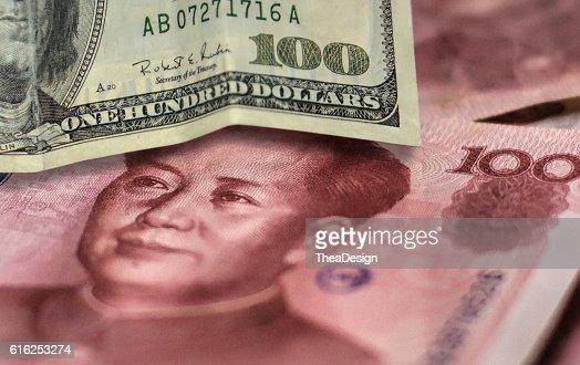 100 US dollar bill and 100 China yuan banknote. : Foto de stock