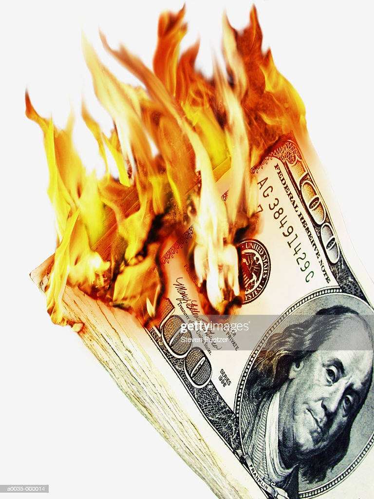 100 Dollar Notes in Flames : Foto stock