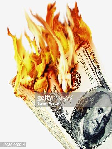 100 Dollar Notes in Flames : Foto de stock