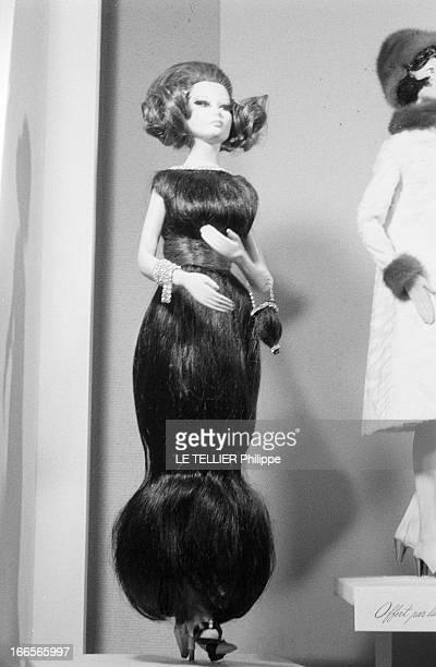 Dolls Exhibition At The Galliera Museum In Paris In 1962 A Paris en novembre 1962 Madame DUPUY femme de l'ambassadeur du Canada en France décide...
