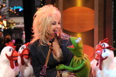 AMERICA Dolly Parton duets with Kermit the Frog on 'Good Morning America' 11/27/12 airing on the ABC Television Network DOLLY