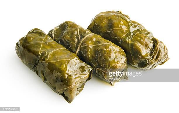 """Dolmas hors-d """"œuvre :  des feuilles de vigne farcies Cuisine méditerranéenne, isolé sur blanc"""