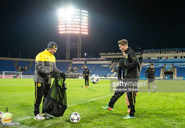 Dolmetscher Massimo Mariotti and Erik Durm of Dortmund during a training session at Petrovsky Stadium on February 24 2014 in Saint Petersburg Russia