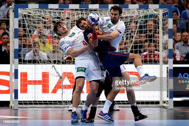 Domagoj Duvnjak and Igor Vori of Hamburg battle for the ball with Daniel Sarmiento of Barcelona during the EHF Final Four final match between FC...