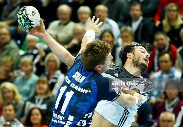 Domagoj Duvnjak of Kiel challenges for the ball with Lasse Svan of FlensburgHandewitt during the DKB HBL Bundesliga match between THW KIEl and SG...