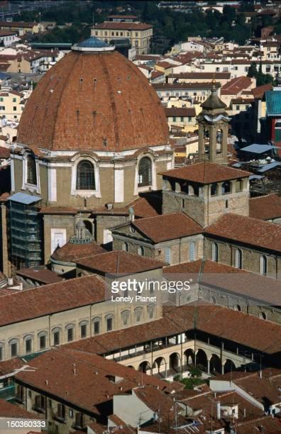 Dome and cloister of Basilica di San Lorenzo.