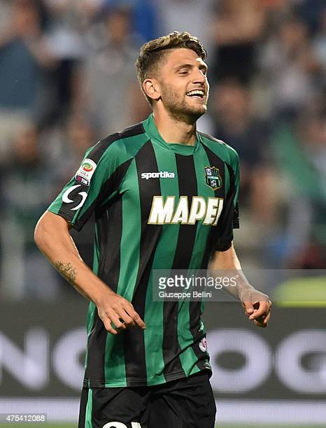 Domenico Berardi of Sassuolo celebrates after scoring the opening goal during the Serie A match between US Sassuolo Calcio and Genoa CFC at Mapei...