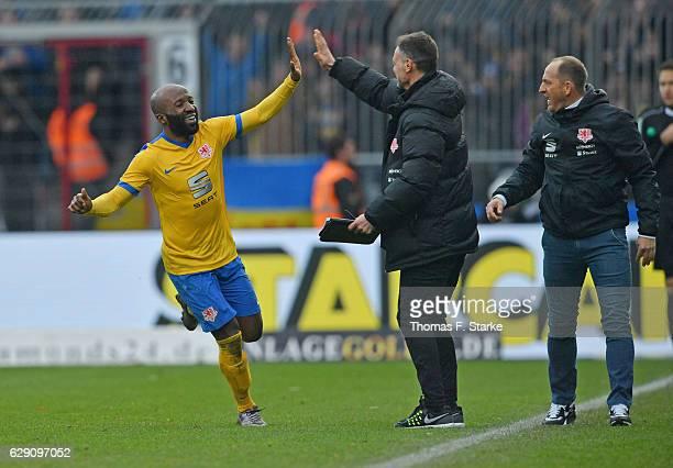 Domi Kumbela assistant coach Darius Scholtysik and head coach Torsten Lieberknecht of Braunschweig celebrate during the Second Bundesliga match...