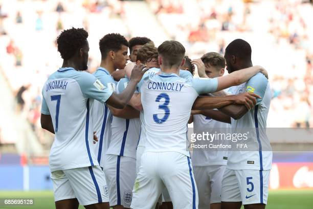 Dominic CalvertLewin of England celebrates with team mates after scoring a goal during the FIFA U20 World Cup Korea Republic 2017 group A match...