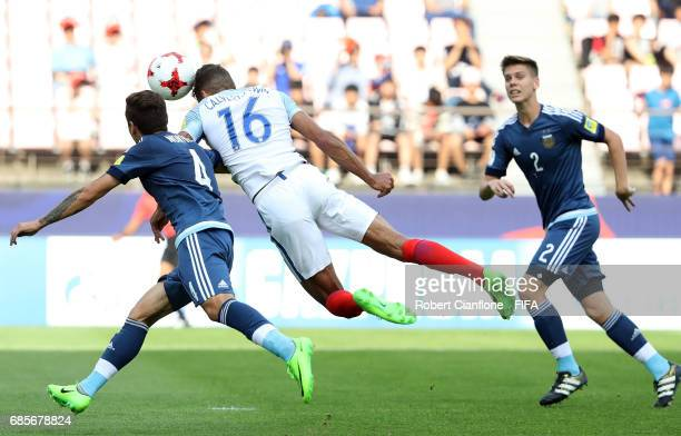 Dominic CalvertLewin of England heads the ball to score a goal during the FIFA U20 World Cup Korea Republic 2017 group A match between Argentina and...