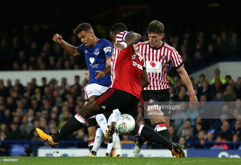 Dominic Calvert-Lewin of Everton scores his sides first goal during the Carabao Cup Third Round match between Everton and Sunderland at Goodison Park on September 20, 2017 in Liverpool, England.