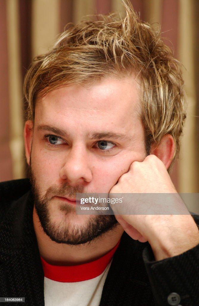 Dominic Monaghan during Lost Press Conference with Dominic Monaghan and Matthew Fox at Regen... Show more - dominic-monaghan-during-lost-press-conference-with-dominic-monaghan-picture-id184083984