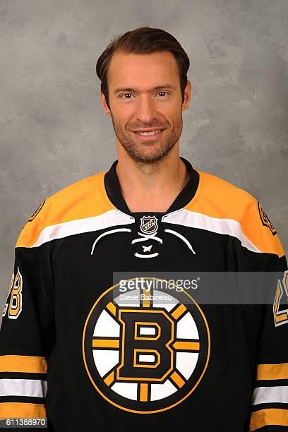 Dominic Moore of the Boston Bruins poses for his official headshot for the 20162017 season on September 24 2016 in Watertown Massachusetts