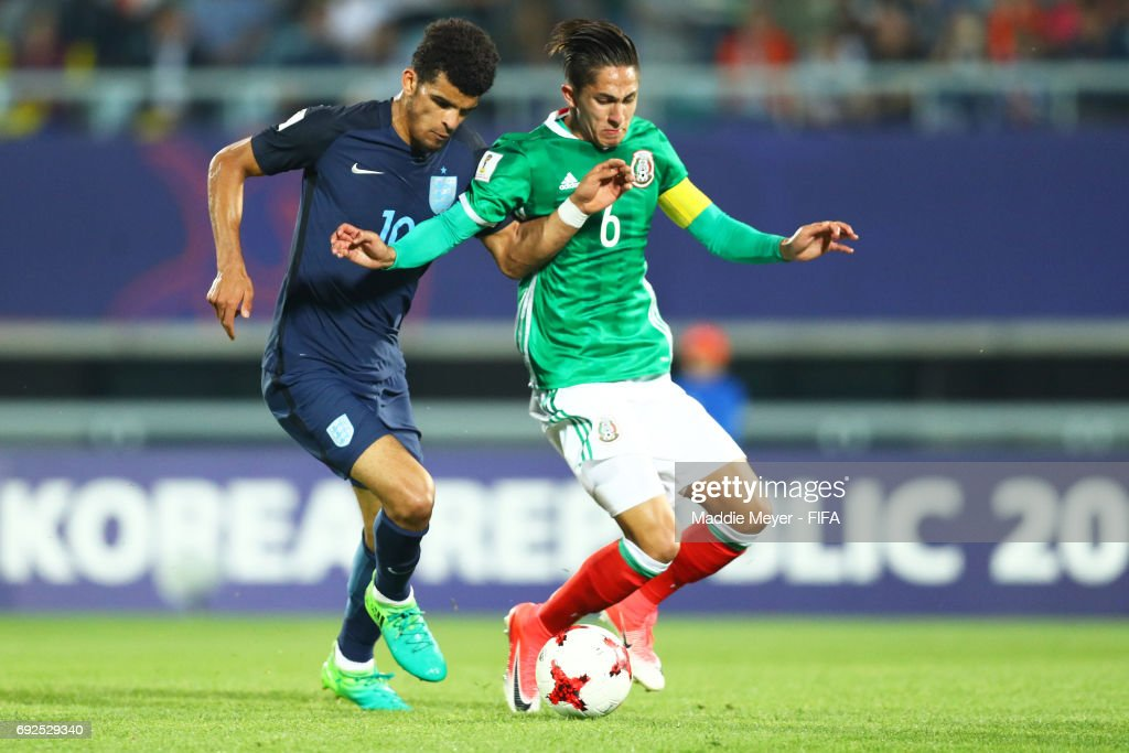 Dominic Solanke of England and Alan Cervantes of Mexico battle for control of the ball during the FIFA U-20 World Cup Korea Republic 2017 Quarter Final match at Cheonan Baekseok Stadium on June 5, 2017 in Cheonan, South Korea.