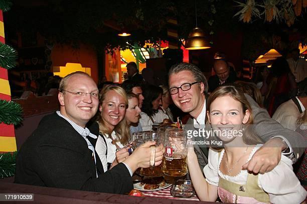 Dominic Stoiber Mit Freundin Melanie Wiegand Olaf Sass Und Ehefrau Veronica Im Hippodrom Beim Stammtisch Am 160906 Auf Dem Oktoberfest In München