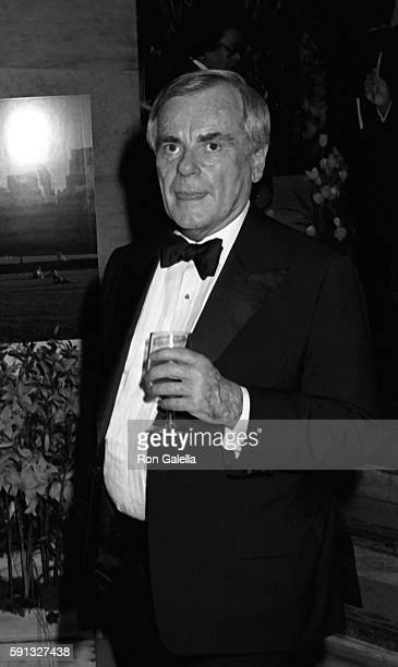 Dominick Dunne attends A Decade of Literary Lions Benefit Gala on November 8 1990 at the New York Public Library in New York City