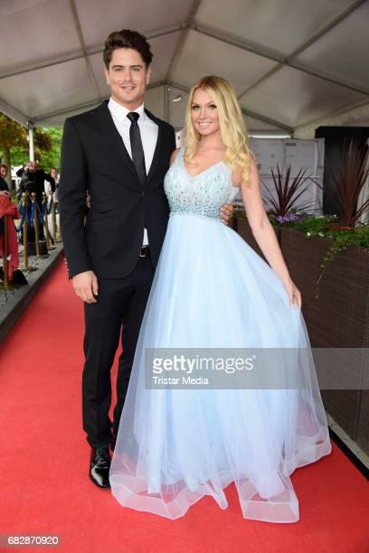 Dominik Bruntner and Mandy Lange attend the 'Goldene Sonne 2017' Award by SonnenklarTV on May 13 2017 in Kalkar Germany