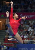 Dominique Dawes of the USA performs her floor exercise routine 17 September 2000 at the SuperDome during the women's gymnastics qualification at the...