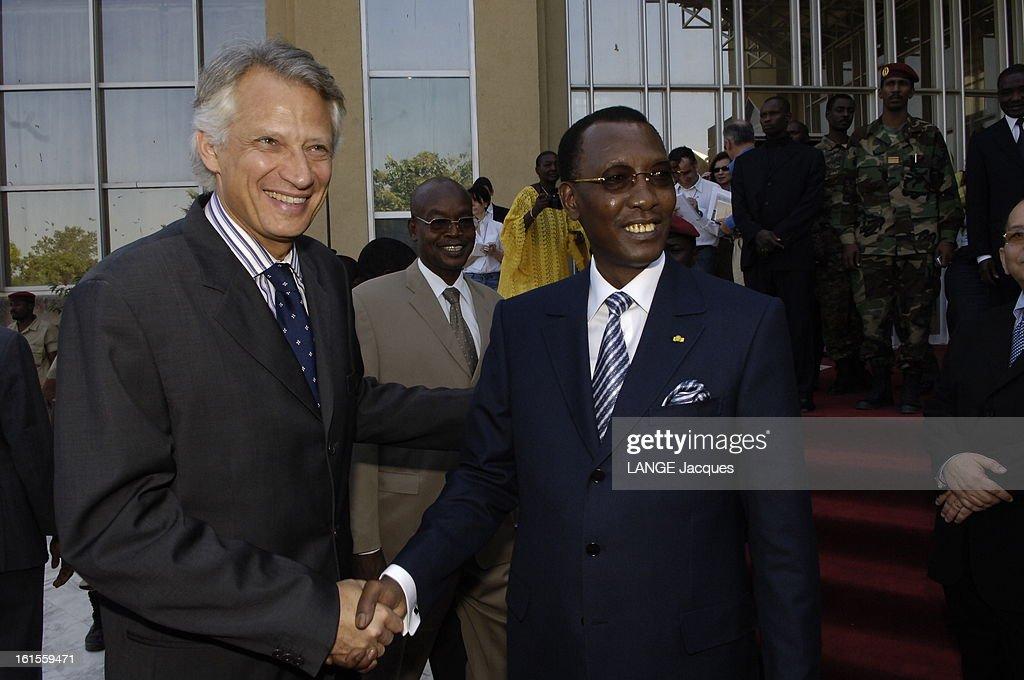 Dominique De Villepin Trip In Chad. Dominique DE VILLEPIN et le président tchadien Idriss DEBY se serrant la main à N'DJAMENA.