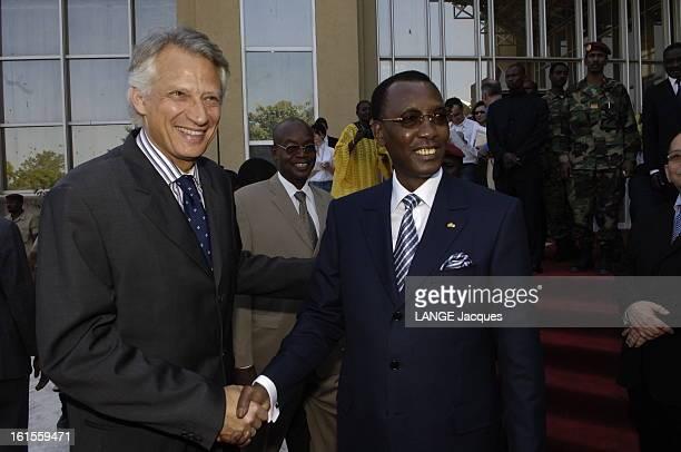Dominique De Villepin Trip In Chad Dominique DE VILLEPIN et le président tchadien Idriss DEBY se serrant la main à N'DJAMENA