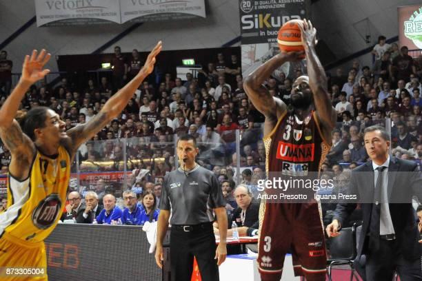 Dominique Johnson of Umana competes with Deron Washington of Fiat during the LBA LegaBasket of Serie A match between Reyer Umana Venezia and Auxilium...