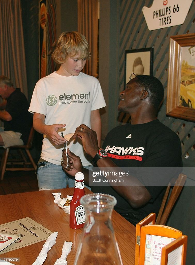 Dominique Wilkins signs an autograph while dining in Charlotte, North Carolina, on his way with family members by RV to Springfield, Massachusetts for his induction into the Basketball Hall of Fame September 5, 2006 in Atlanta, Georgia.