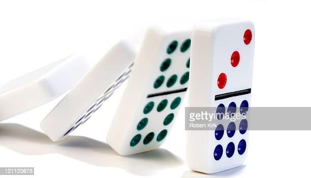 のポーカー落ちるアゲインスト白背景