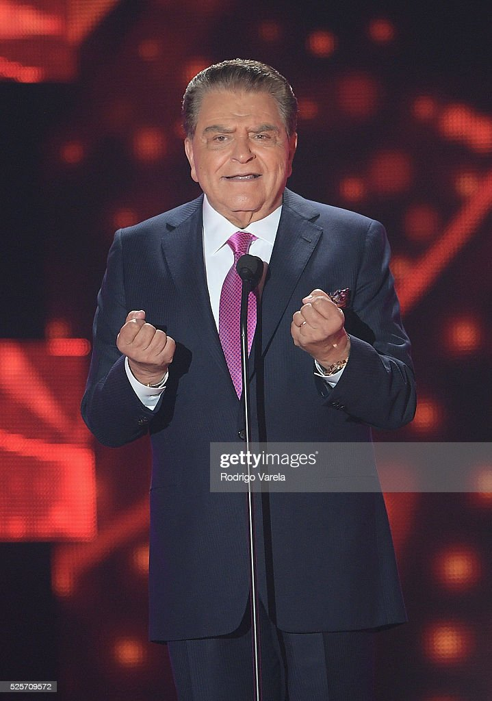 <a gi-track='captionPersonalityLinkClicked' href=/galleries/search?phrase=Don+Francisco&family=editorial&specificpeople=2290945 ng-click='$event.stopPropagation()'>Don Francisco</a> performs onstage at the Billboard Latin Music Awards at Bank United Center on April 28, 2016 in Miami, Florida.
